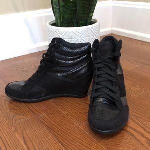 Torrid black wedge snakeskin sneaker faux suede 9